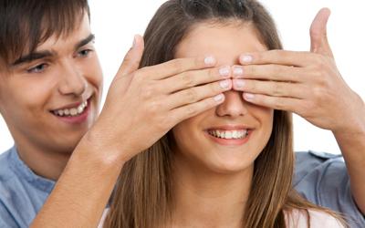 5 Tanda Anda Jatuh Cinta kepada Sahabat Pria
