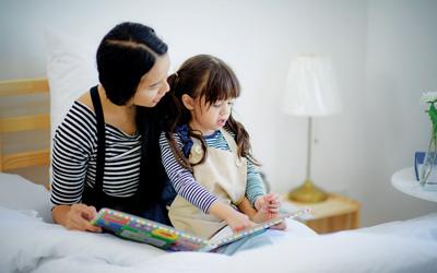 4 Langkah Membangun Kebiasaan Membaca Anak Sejak Balita
