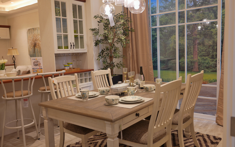 Ingin Mendekorasi Ruang Makan dan Kamar Tidur dengan Gaya Klasik? Ini Caranya Agar Tampak Ringan