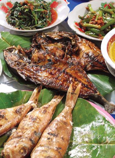 IKan bakar krisi dan bulat Belitung