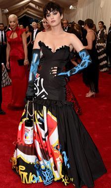 Dress Ikonik Katy Perry di Red Carpet