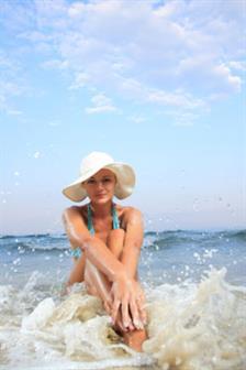 8 Produk Kecantikan Wajib Dibawa Ke Pantai