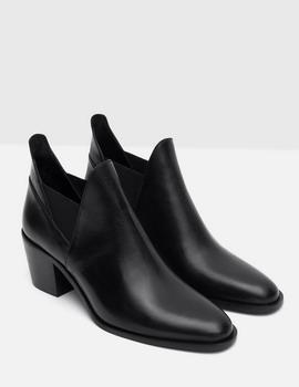 Stylish dengan Boots di Musim Hujan