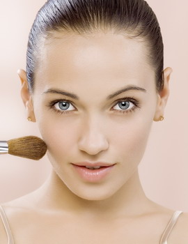 5 Trik Makeup Agar Terlihat Tirus